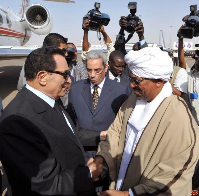 Former Egyptian President, Hosni Mubarak with Sudanese President Omar al-Bashir (Photo: AP)