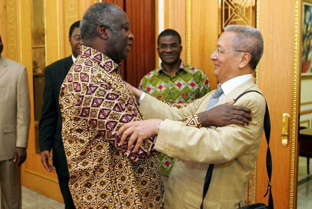 Verges with Laurent Gbagbo (Photo: Lydie/Sipa Press)