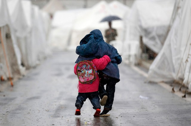 Two Syrian boys in the oynuyogun refugee camp on the Turkish-Syrian border (Photo: Reuters / Murad Sezer)