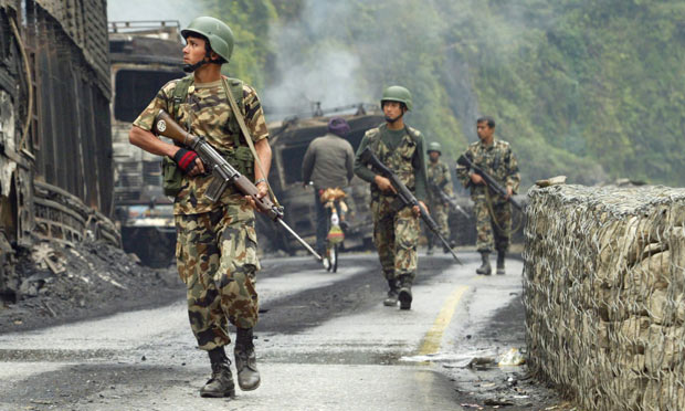 Government troops on a patrol in 2005 (Photo: Gurinder Osan / AP)