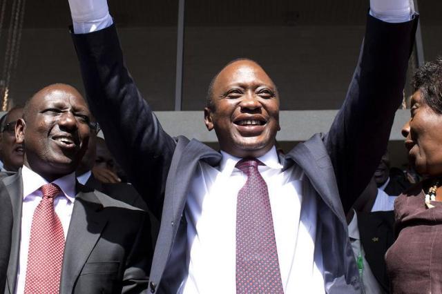 Kenyan President Uhuru Kenyatta (centre) and Deputy President William Ruto (left). (Photo: Siegfried Modola / Reuters)
