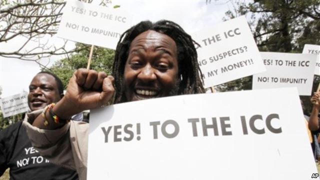 Protestors voice their support for the ICC in Nairobi, 2011 (Photo: VOA)