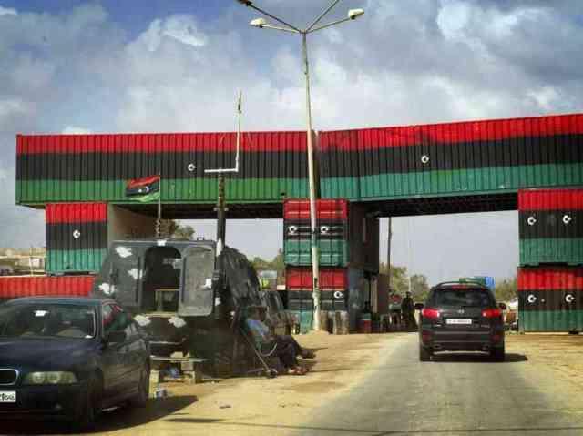 A check-point between Bani Walid and Misrata (Photo: Lopez Jean Baptiste / SIPA)