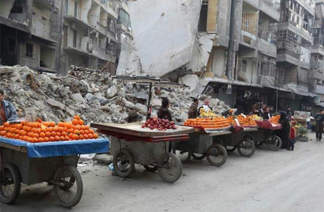 Fruit vendors in Aleppo, Syria, in July 2014 (Photo: Jalal Al-Mamo / Reuters)