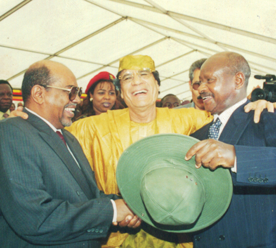 Yoweri Museveni (right) with Muammar Gaddafi (centre) and Omar al-Bashir (left).