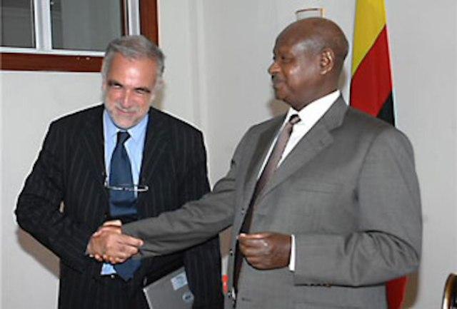 Museveni with former Chief Prosecutor Luis Moreno-Ocampo