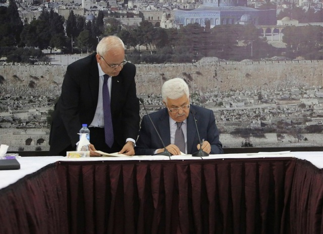 Mahmoud Abbas ratifying the Rome Statute (Photo: Osama Falah/ Reuters)