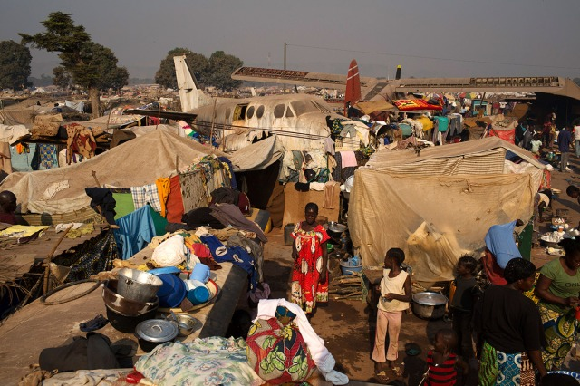 People shelter around a derelict plane at a temporary camp for internally displaced persons at the airport in Bangui, Central African Republic (Photo: Reuters)