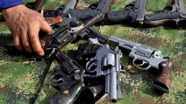 Small arms seized by government troops from the FARC are put on display (Photo: RTÉ)