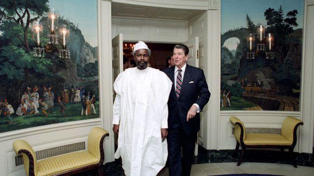 Former US President Ronald Reagan and Hissene Habre (Photo:  Jean-Louis Atlan / Sygma / Corbis)