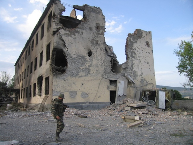 A destroy building in Georgia during its 2008 war with Russia (Photo: photo: Dmitrij Steshin / Wikimedia)