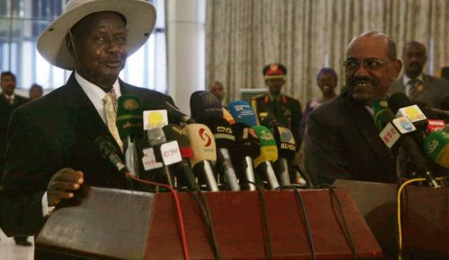 Ugandan President Museveni and Sudanese President Bashir speak at a news conference earlier this month. (Photo: Al Morwan / EPA)