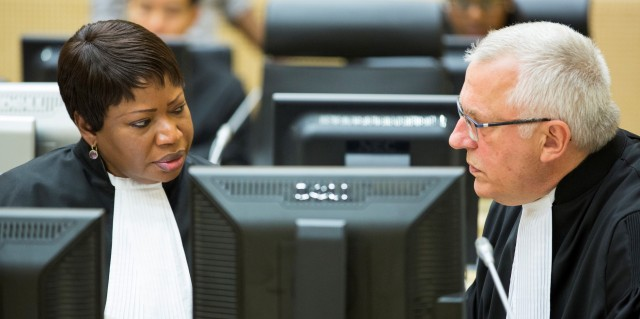 ICC Deputy Prosecutor James Stewart (right) speaks with ICC Prosecutor Fatou Bensouda during court proceedings. (Photo: ICC)