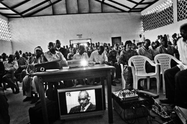 People in the Ituri district of the Democratic Republic of Congo watch proceedings against Thomas Dyilo Lubanga, the first individual put on trial at the International Criminal Court (Photo: Marcus Bleasdale/VII/HRW)