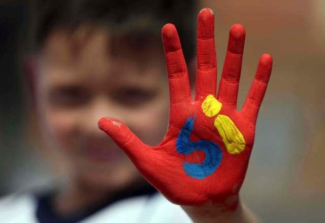 "A young ""yes"" campaigner. (Photo: Fernando Vergara / Associated Press)"